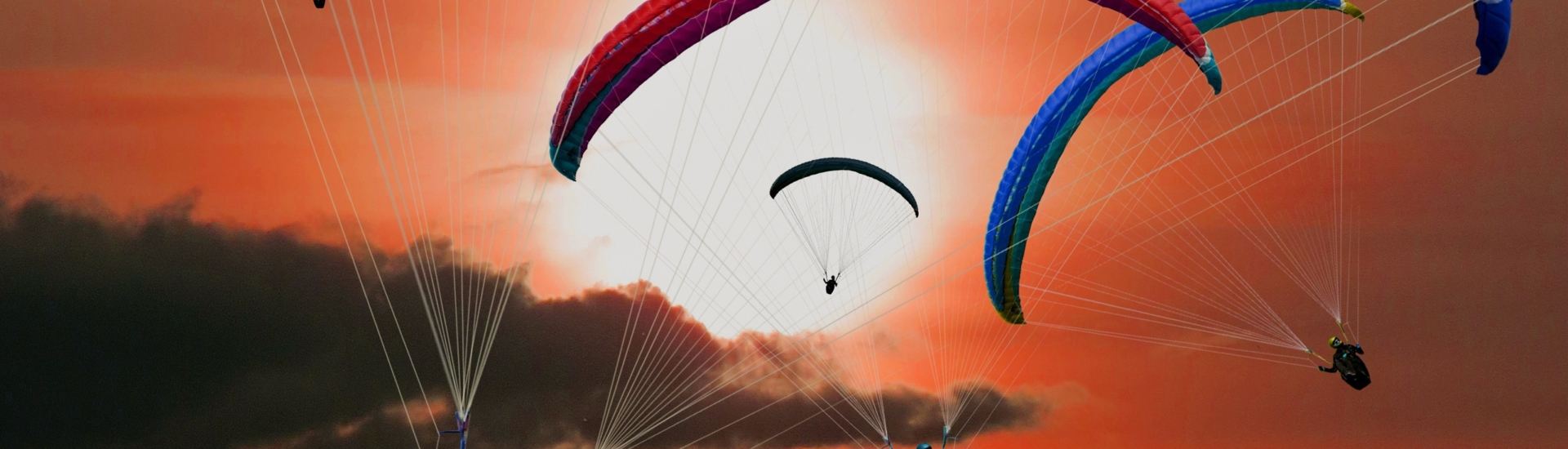 paragliders-2560×1440